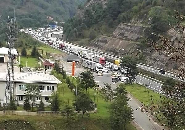 Tünel Kazası Ulaşımı Durdurdu