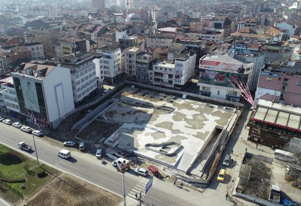 Fatsa Cumhuriyet Meydanı'nda Zemin Betonu Döküldü