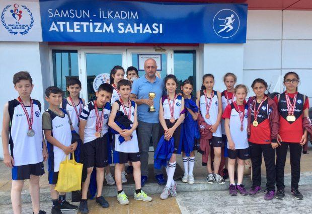 ÜFK Atletizm'de Samsun'dan Kupayla Döndü