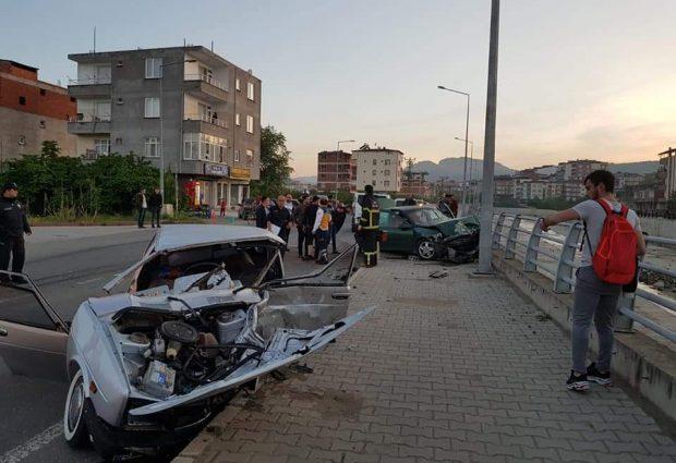 Kazada Otomobiller Parçalandı!
