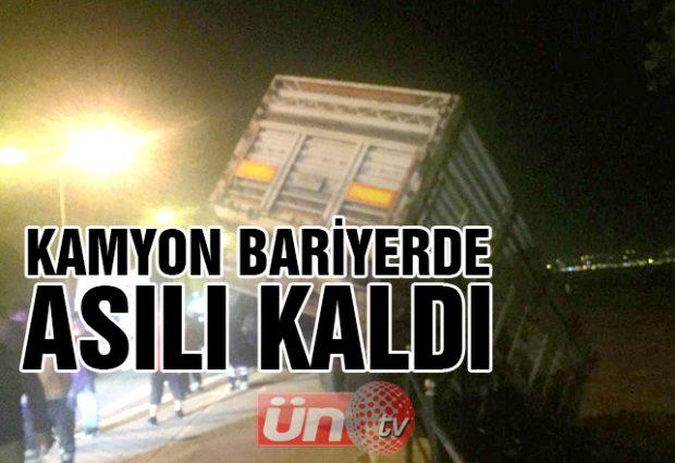 Kamyon Bariyerde Asılı Kaldı!